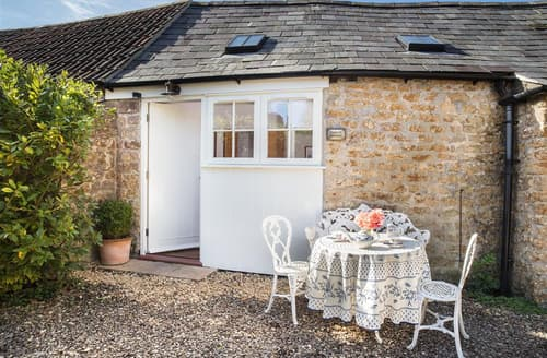Last Minute Cottages - The Old Bindery, Whatley House