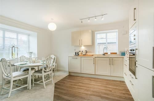 Last Minute Cottages - Flat 7, The Old Court