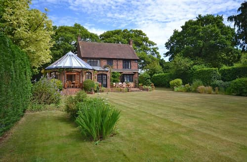 Last Minute Cottages - Attractive Burley Cottage S102076