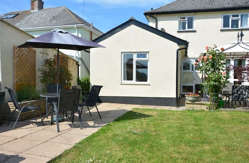 Last Minute Cottages - Exquisite Dorset Lyme Regis Apartment S102465