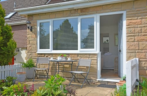 Last Minute Cottages - Beautiful Charmouth Cottage S105906