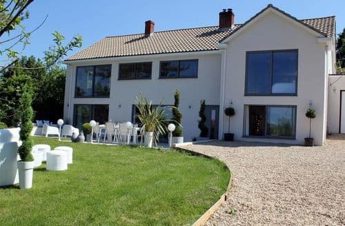 Last Minute Cottages - Charming Coombe Bissett Cottage S123241