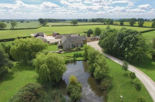 Last Minute Cottages - The Cotswold Manor Estate   The Manor Barn S123458