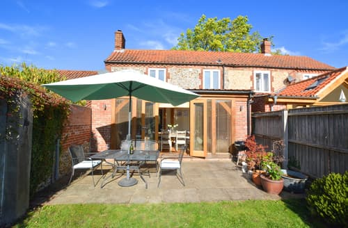 Last Minute Cottages - Cosy North & South Creake Cottage S123536