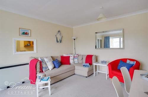 Last Minute Cottages - Wonderful Weymouth Apartment S123605