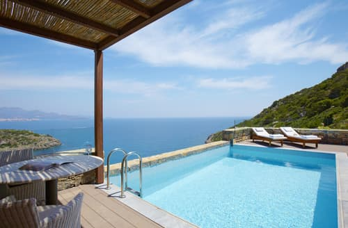 Last Minute Cottages - Daios Three Bedroomed Family Villa