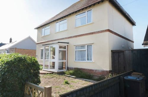 Last Minute Cottages - Tasteful Felixstowe, Suffolk Cottage S124609