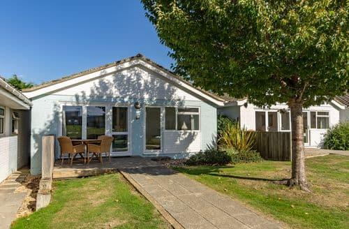 Last Minute Cottages - Jamestown L5, Yarmouth