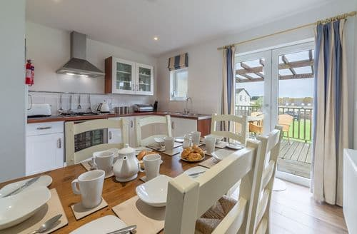 Last Minute Cottages - Munday H2, Yarmouth