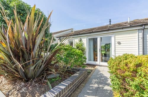Last Minute Cottages - Gorgeous Yarmouth Cottage S124856