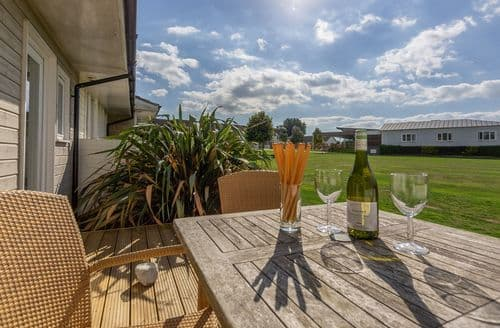 Last Minute Cottages - Saltbox B6, Yarmouth