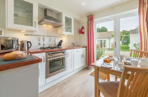 Last Minute Cottages - Saltbox B8, Yarmouth