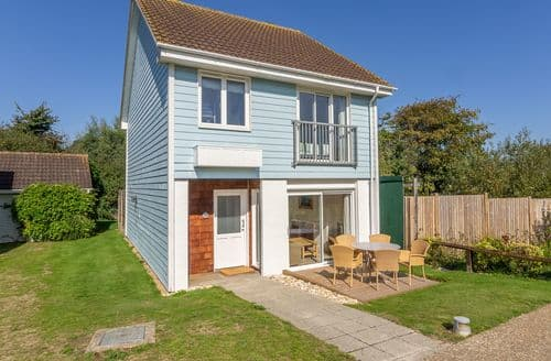 Last Minute Cottages - Cosy Yarmouth Cottage S124882