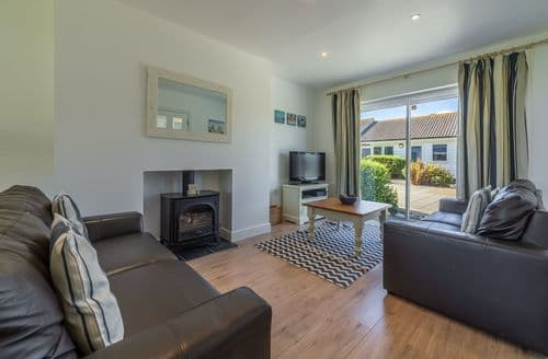Last Minute Cottages - Whitfield P5, Yarmouth