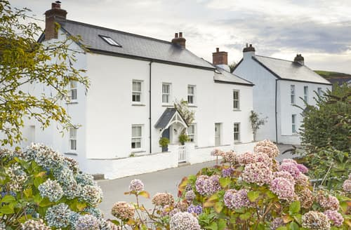 Last Minute Cottages - Beach Bay Cottage