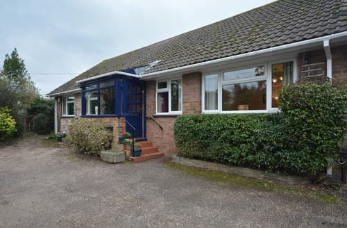 Last Minute Cottages - Cosy Exeter Bungalow S125037