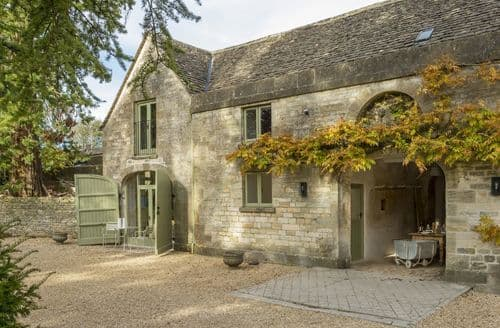 Dog Friendly Cottages - Charming Stroud Cottage S125243