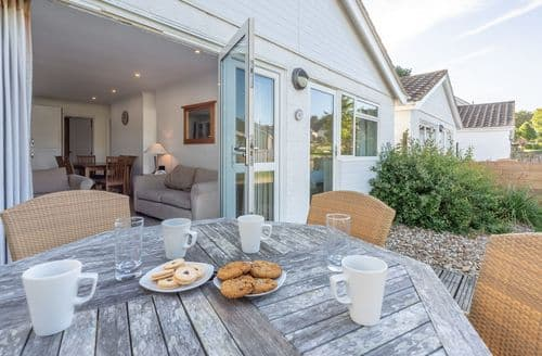 Last Minute Cottages - Jamestown L4, Yarmouth