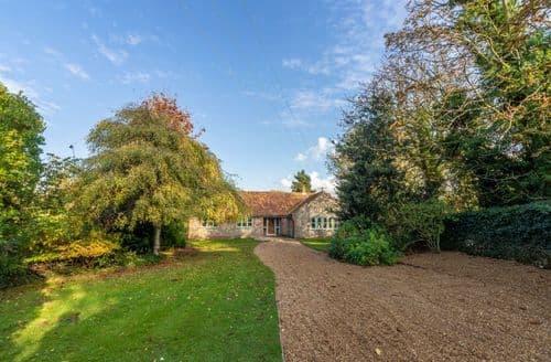 Last Minute Cottages - Luxury Holt Cottage S125382