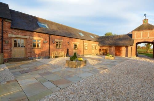Last Minute Cottages - Stunning Ashbourne Barn S125445