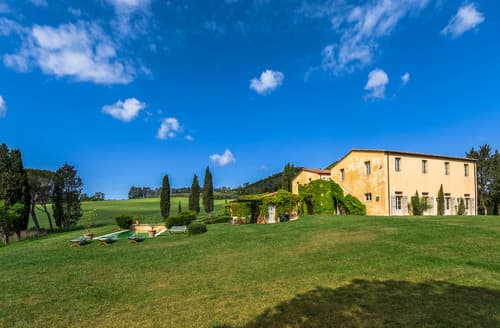 Last Minute Cottages - Villa Tolomei