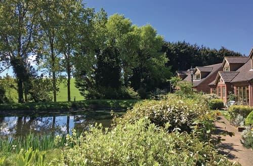 Big Cottages - Lovely Rookley Village Lodge S125638