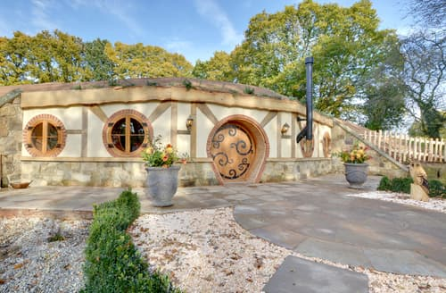 Last Minute Cottages - Hobbit House