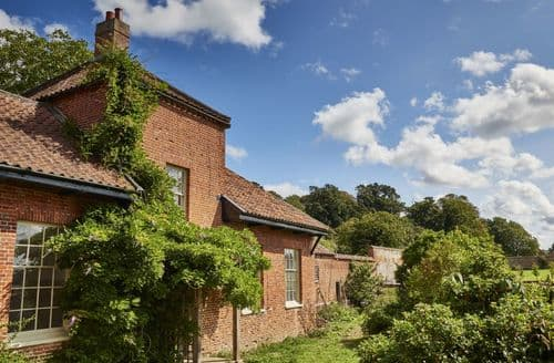 Dog Friendly Cottages - Exquisite Norwich Cottage S125742