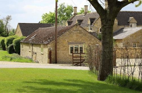 Last Minute Cottages - Quaint Barton On The Heath Cottage S125803