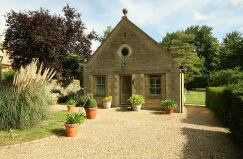 Last Minute Cottages - Gorgeous Black Bourton Cottage S125885