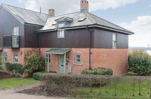 Last Minute Cottages - Beautiful Ashton Keynes Cottage S125934