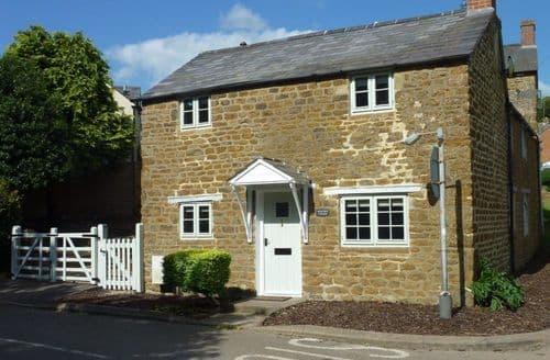 Last Minute Cottages - Cosy Hook Norton Cottage S125966
