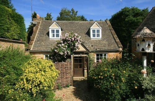 Last Minute Cottages - Inviting Chipping Campden Cottage S125977