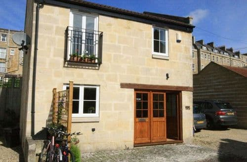 Last Minute Cottages - Coach House Bath