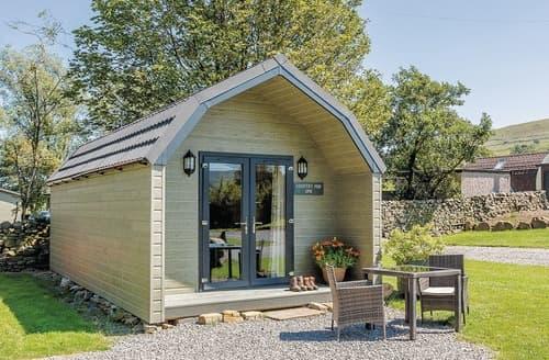 Last Minute Cottages - Wonderful Hawes Lodge S126027