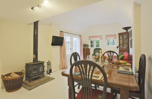 Last Minute Cottages - Wonderful Preston St Mary Cottage S126304