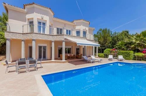 Last Minute Cottages - Villa Larena