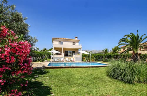 Last Minute Cottages - Villa Lorretta
