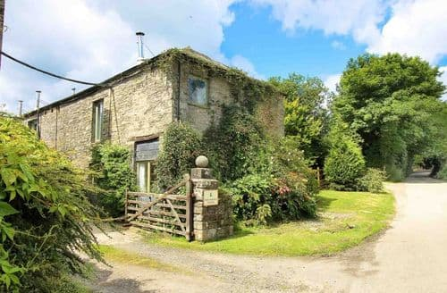 Last Minute Cottages - Trevadlock Manor & Cottages   Swallows Barn S100623