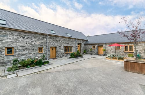 Last Minute Cottages - Llety Llew Coch
