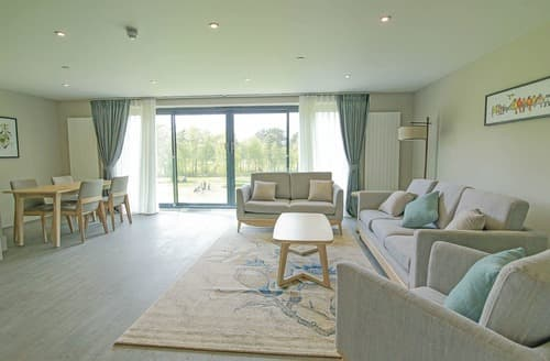 Dog Friendly Cottages - Luxury Guildford Lodge S126903