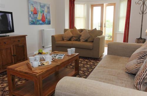 Last Minute Cottages - Flat 1, Porthmeor Apartments