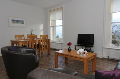 Last Minute Cottages - Flat 1 The Bank