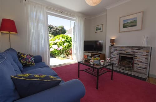 Last Minute Cottages - Casa Del Mia, Carthew Close