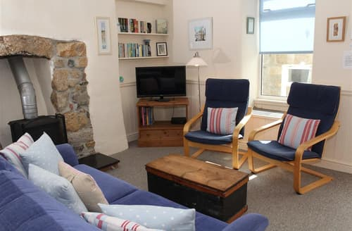 Last Minute Cottages - Watch House Lower Flat, The Wharf