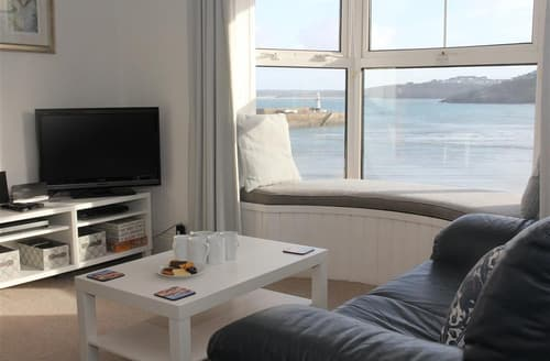 Last Minute Cottages - Quayside Apartment, The Wharf