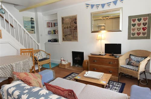 Last Minute Cottages - Inviting  Cottage S127254