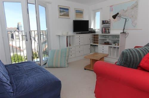 Last Minute Cottages - Beautiful  Apartment S127275