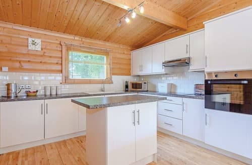 Last Minute Cottages - Inviting Louth Lodge S127370