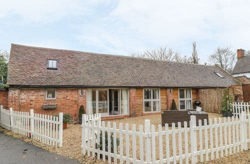 Last Minute Cottages - Luxury Tiddington Cottage S127582